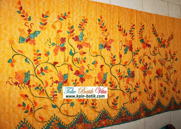 http://kain-batik.com/wp-content/uploads/2015/12/kbm-5685-image.jpg